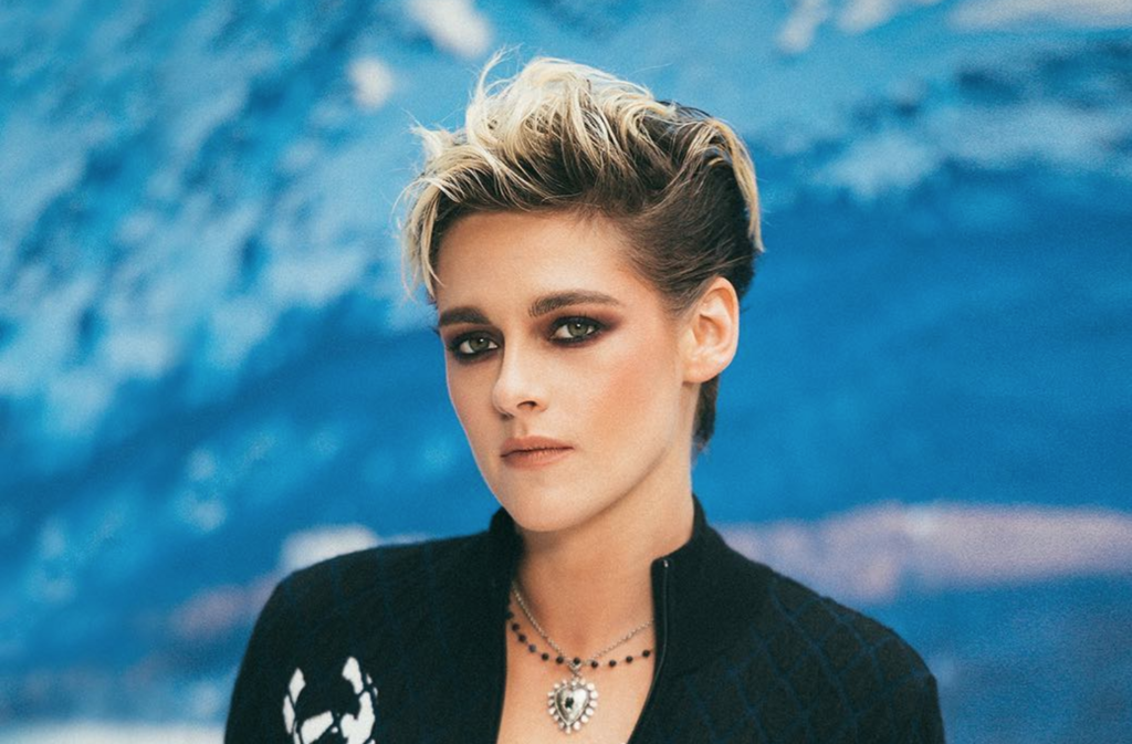 Of Course Kristen Stewart Tells Ghosts 'I Cannot Deal